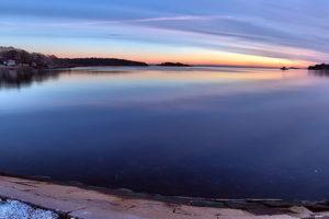 Panorama solnedgång över Näsviken är 11,209 x 3,852 pixlar stor och består av 5 HDR-bilder som vardera består av 7 exponeringar.