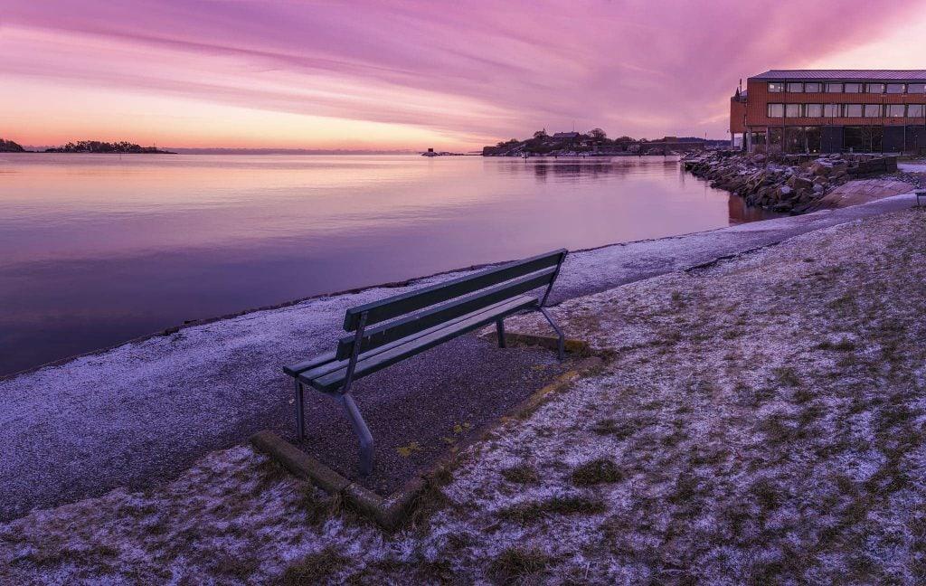 En bänk vid Östra piren i Karlshamn - Ludwig Sörmlind