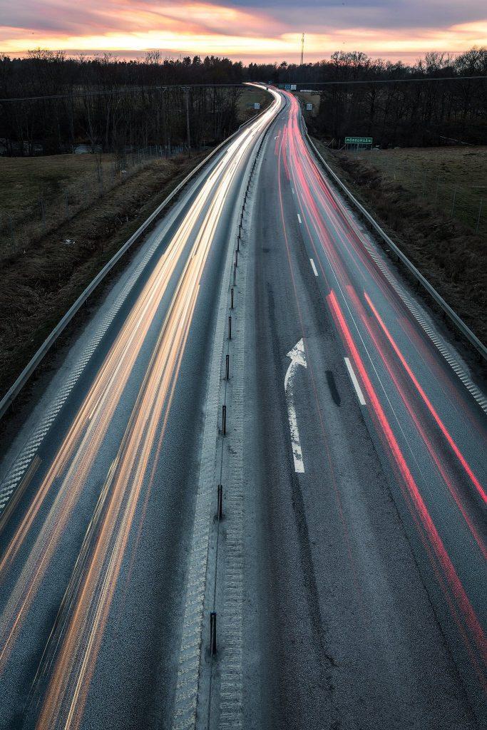 Fotografering med gråfilter / ND-filter - Forsbacka E22 ljusspår och långa slutartider - Ludwig Sörmlind