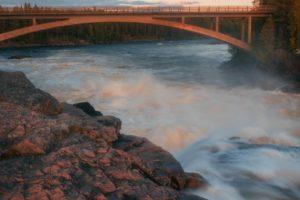 Vatten under bron över Kalixälven - Ludwig Sörmlind