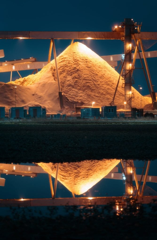 Högarna utanför Södras anläggning vid Mörrum påminner om pyramider - Ludwig Sörmlind