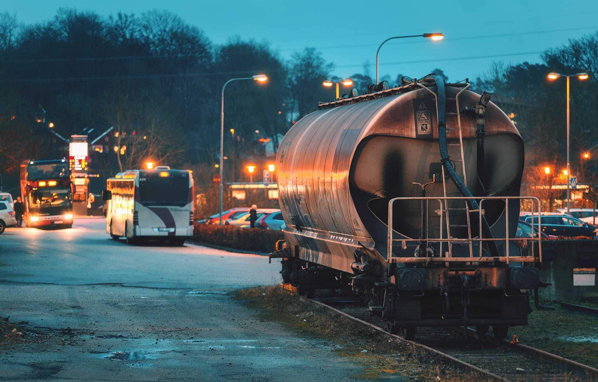 Vackert använd och sliten tågvagn - Ludwig Sörmlind