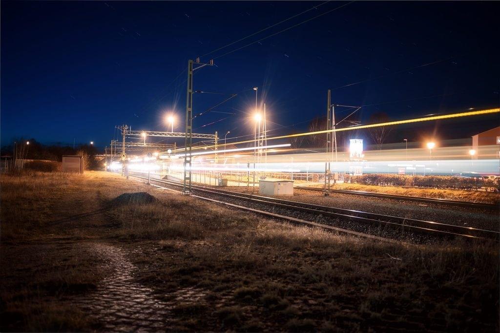 Ljusspår från tågspåren vid Mörrums station - Ludwig Sörmlind